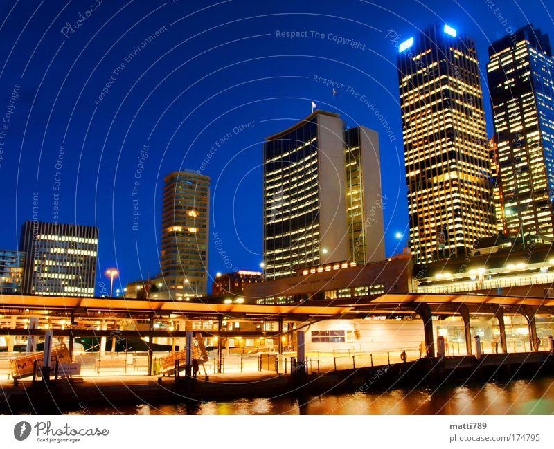 Circular Quay by Night Farbfoto Außenaufnahme Dämmerung Langzeitbelichtung Totale Sydney New South Wales Australien Hauptstadt Stadtzentrum Skyline Menschenleer