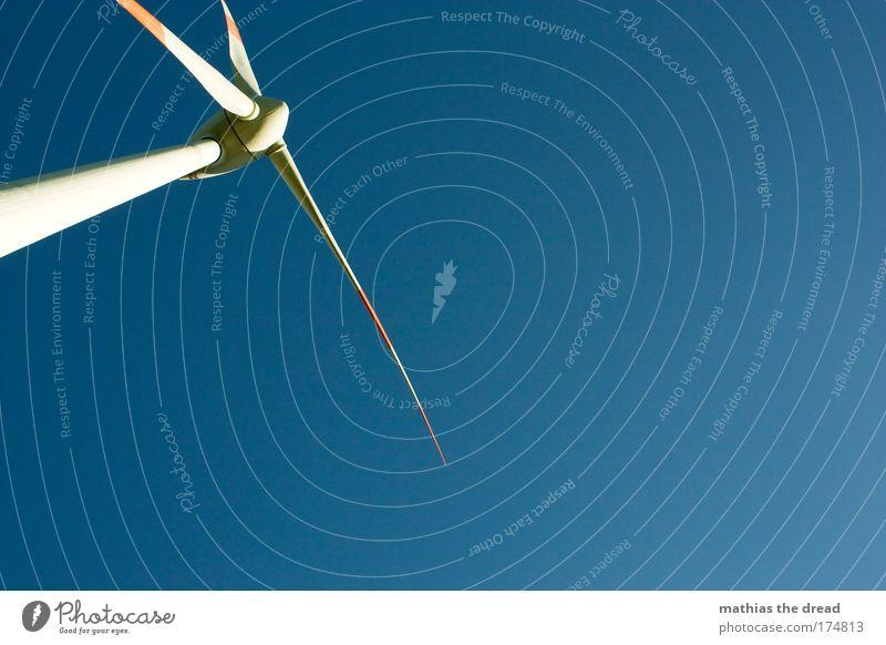 WINDKRAFT Himmel blau Wind hoch Energiewirtschaft ästhetisch Zukunft Technik & Technologie stehen bedrohlich dünn Windkraftanlage drehen Fortschritt Erneuerbare Energie Energiekrise