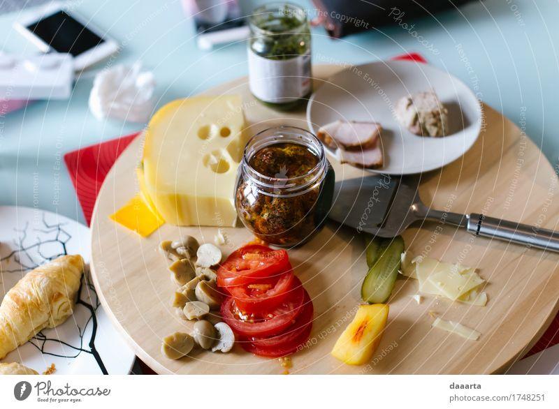 Frühstück Fleisch Käse Gemüse Brot Croissant Pesto Tomate Pilz Ernährung Essen Teller Lifestyle elegant Stil Design Freude Leben harmonisch Erholung