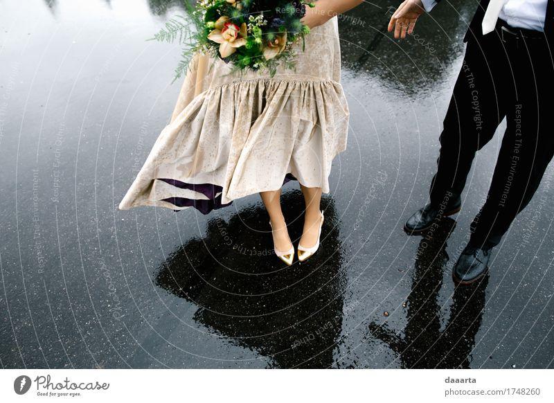 Paar im Regen elegant Stil Freude Leben harmonisch Erholung Ausflug Abenteuer Freiheit Feste & Feiern Flirten Hochzeit Familie & Verwandtschaft Freundschaft