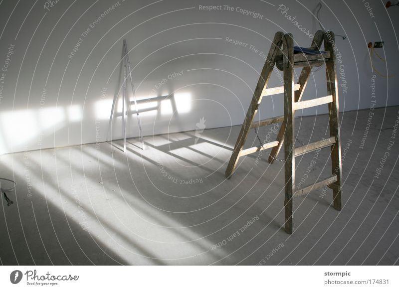 Wann kommt der Handwerker? schön weiß Haus Ferne Arbeit & Erwerbstätigkeit Wand Holz Stein Mauer Gebäude hell Beton modern neu Zukunft Baustelle