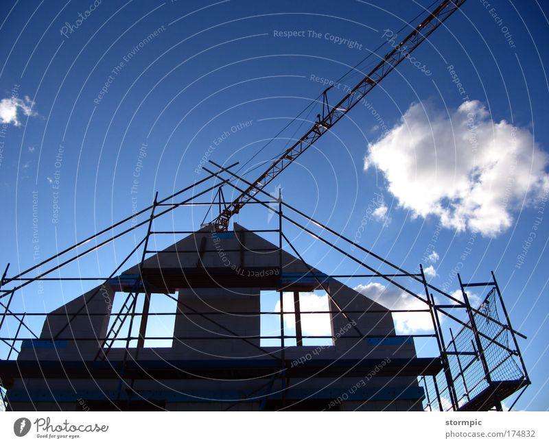 Wir bauen_5 weiß blau Haus Leben Arbeit & Erwerbstätigkeit Wand Fenster Glück Stein Mauer Gebäude Metall Beton Häusliches Leben Lebensfreude Dorf