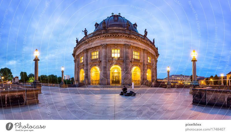 Bode-Museum bei Nacht Ferien & Urlaub & Reisen Tourismus Sightseeing Städtereise Sommer Nachtleben Kunst Ausstellung Kultur Straßenmusiker Gitarrenspieler