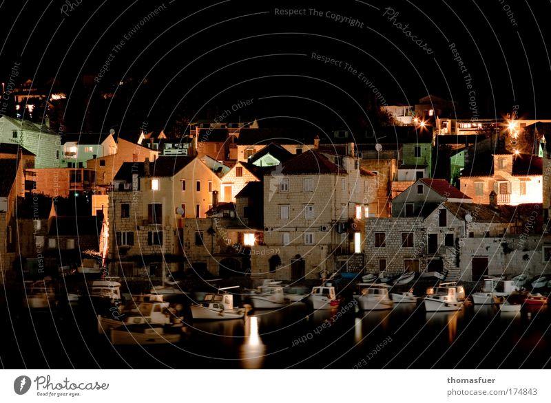 Nightlife - Vis, Kroatien Farbfoto Außenaufnahme Textfreiraum oben Textfreiraum unten Nacht Licht Schatten Kontrast Reflexion & Spiegelung Langzeitbelichtung