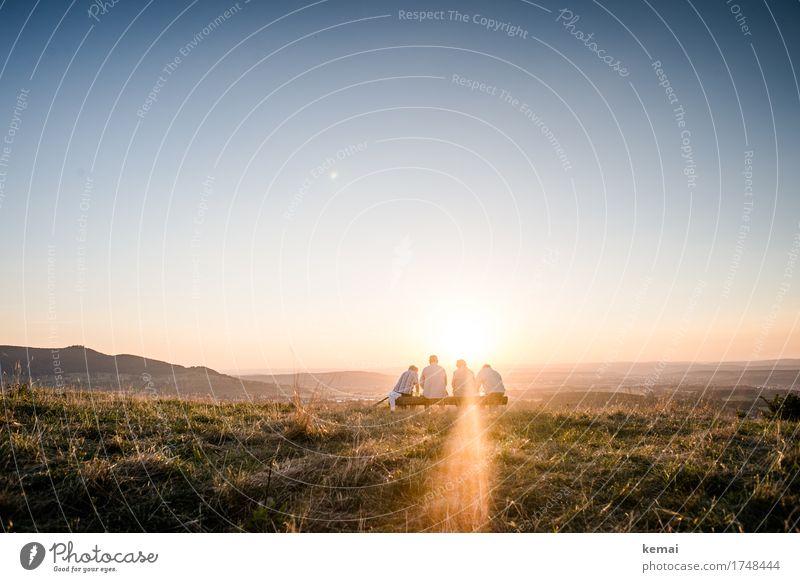 At the end of the day. Mensch Natur Sommer Landschaft Erholung ruhig Ferne Wärme Leben Senior Gras feminin Freiheit Menschengruppe Zusammensein Freundschaft