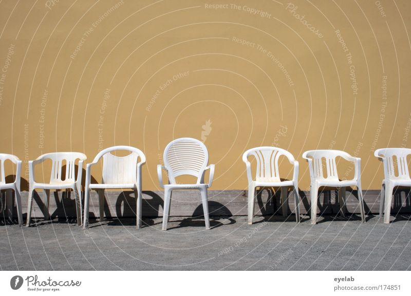 Bei mir sitzt Ihr in der 1. Reihe weiß Sommer Ferien & Urlaub & Reisen ruhig Haus gelb Erholung Wand grau Mauer Gebäude Wärme frei Fassade leer Ordnung