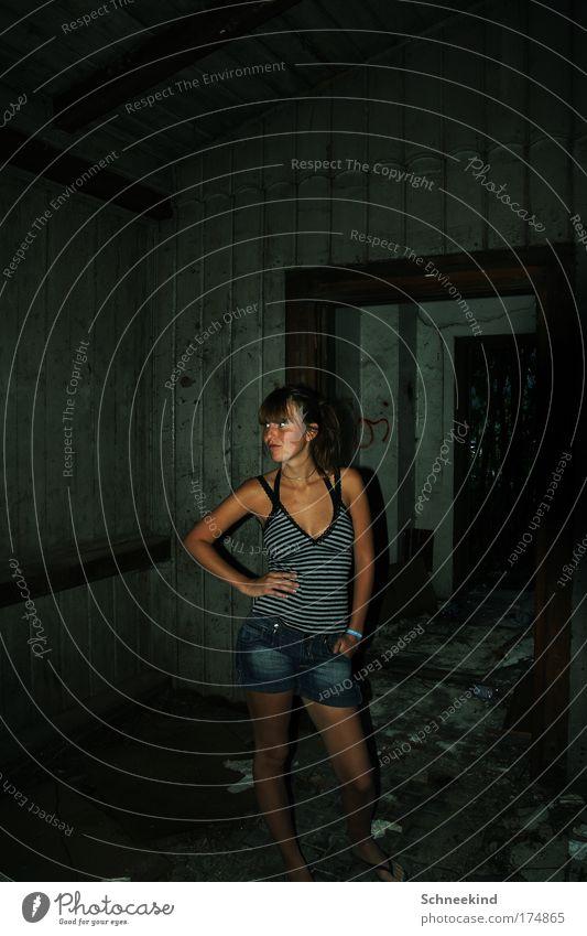 Schöne Gegend Farbfoto Innenaufnahme Textfreiraum oben Abend Kunstlicht Blitzlichtaufnahme Schatten Kontrast Schwache Tiefenschärfe Zentralperspektive Totale
