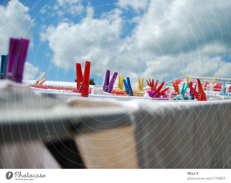 wäsche Wetter Bekleidung frisch Reinigen T-Shirt Klima Schönes Wetter Wäsche waschen Seil Wäscheleine Wäscheklammern