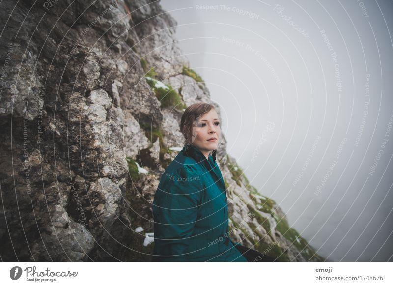 Madina Mensch Frau Jugendliche 18-30 Jahre Erwachsene kalt feminin Nebel mystisch