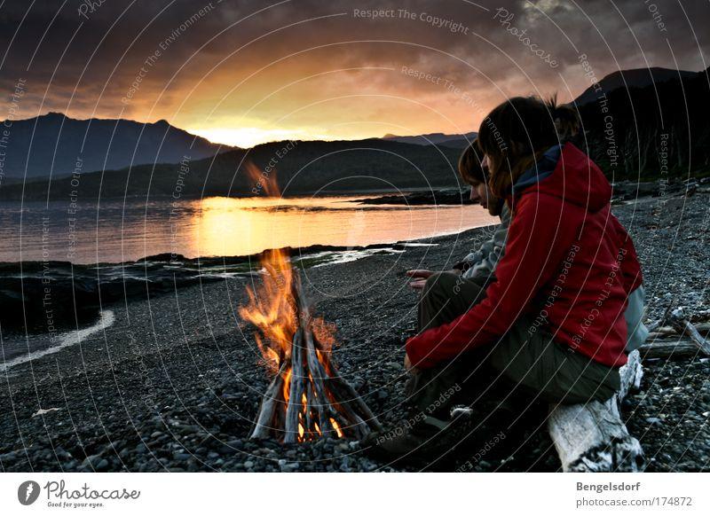 Feuerland Mensch Wasser Ferien & Urlaub & Reisen ruhig Wolken Ferne Erholung Berge u. Gebirge Freiheit Paar Südamerika Landschaft Freundschaft Küste Ausflug