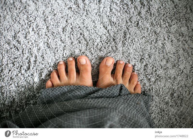 kuschlig schön Körperpflege Pediküre Wellness Wohlgefühl Erholung ruhig Kur Spa feminin Frau Erwachsene Leben Fuß Frauenfuß Barfuß 1 Mensch Handtuch Frottée
