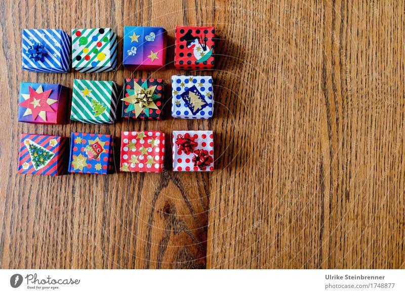 Päckle 3 Weihnachten & Advent schön Holz klein Design liegen Ordnung Fröhlichkeit einzigartig Geschenk kaufen Papier Streifen viele eckig Vorfreude
