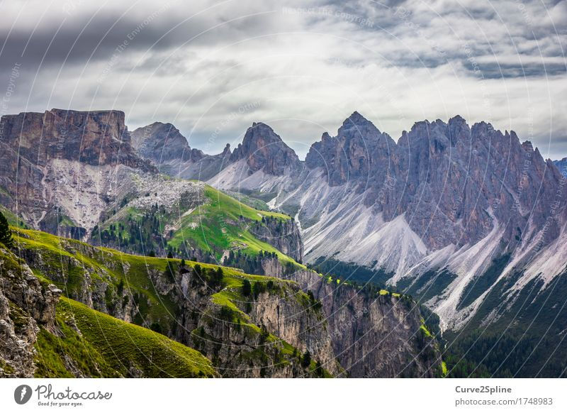 Bergwelten Natur Landschaft Urelemente Himmel Wolken Sommer schlechtes Wetter Wiese Feld Wald Hügel Felsen Alpen Berge u. Gebirge Gipfel wandern massiv Geröll
