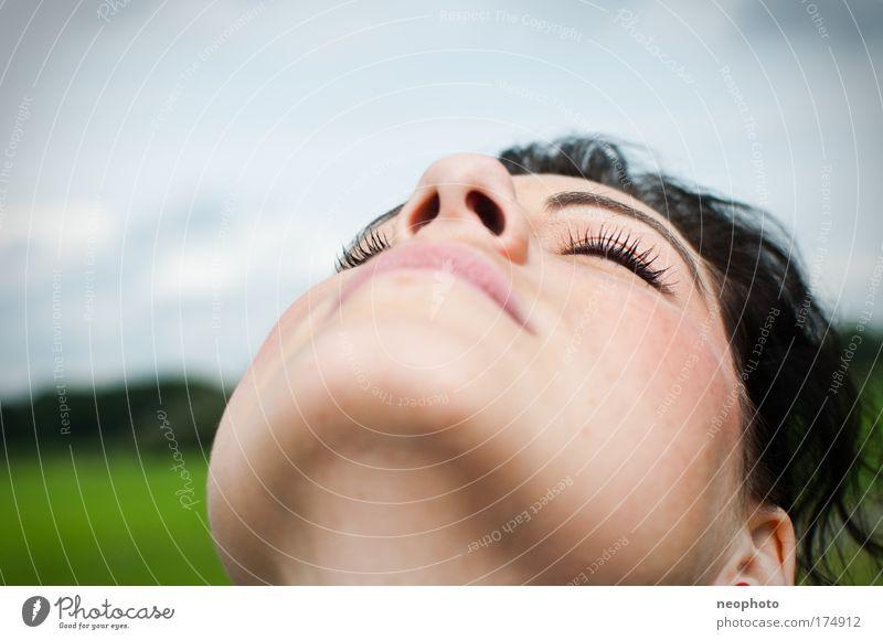 Auf'm Deich! Farbfoto Gedeckte Farben Außenaufnahme Nahaufnahme Tag Schwache Tiefenschärfe Porträt Halbprofil Blick nach oben geschlossene Augen Wellness Leben