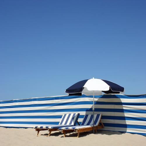 Stripes Linie blau Streifen Sonnenschirm Liege Himmel Blauer Himmel Strand Badeurlaub Badestelle Sonnenstrahlen gemütlich 2 Paar paarweise weiß blau-weiß Miete