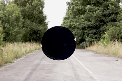 black hole one Farbfoto Außenaufnahme Experiment abstrakt Strukturen & Formen Textfreiraum Mitte Hintergrund neutral Tag Silhouette Vorderansicht Umwelt Erde