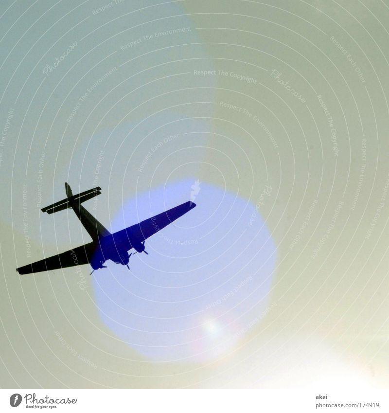 Tante Ju Himmel blau Sonne Gefühle Luft Kraft fliegen Abenteuer Flugzeug Luftverkehr Schönes Wetter Mut Lebensfreude selbstbewußt Ehre Passagierflugzeug