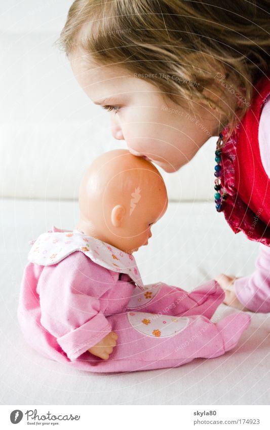 Puppenmama Kind Mädchen Gesicht Familie & Verwandtschaft Haare & Frisuren rosa Küssen Kleinkind