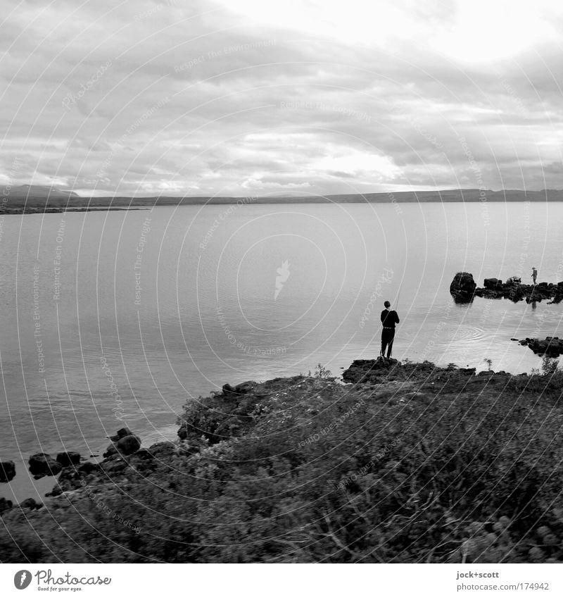 Isländischer Angler Freizeit & Hobby Angeln Mensch 1 Natur Landschaft Tier Wasser Himmel Wolken schlechtes Wetter Seeufer Island Erholung stehen einfach