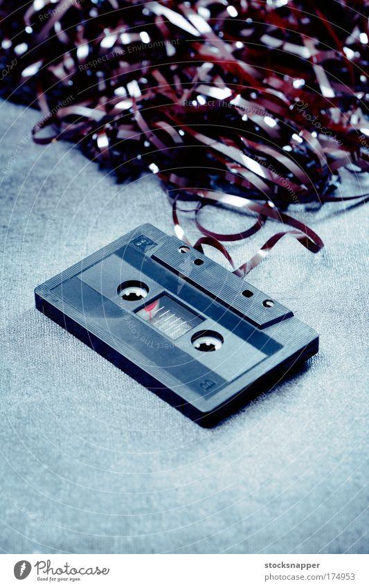 schwarz kaputt Müll gebrochen Klang Musikkassette Haufen