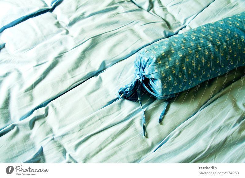 Bettwurst träumen schlafen Bett Kissen Bettlaken Schlafzimmer Polster Kopfkissen