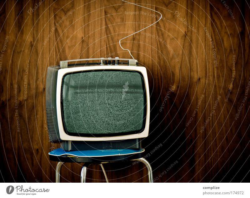 Television Nonstop Farbfoto Textfreiraum rechts Textfreiraum oben Freude Häusliches Leben Wohnung Umzug (Wohnungswechsel) Wohnzimmer Medienbranche Fernseher