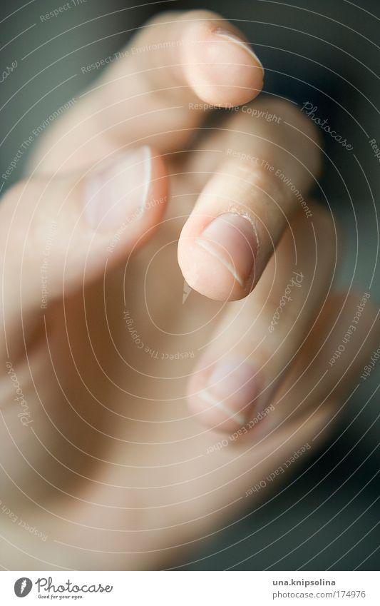 halt schön Körperpflege Maniküre Nagellack Gesundheit feminin Haut Hand Finger berühren festhalten Wärme weich Gefühle Vertrauen Geborgenheit Warmherzigkeit