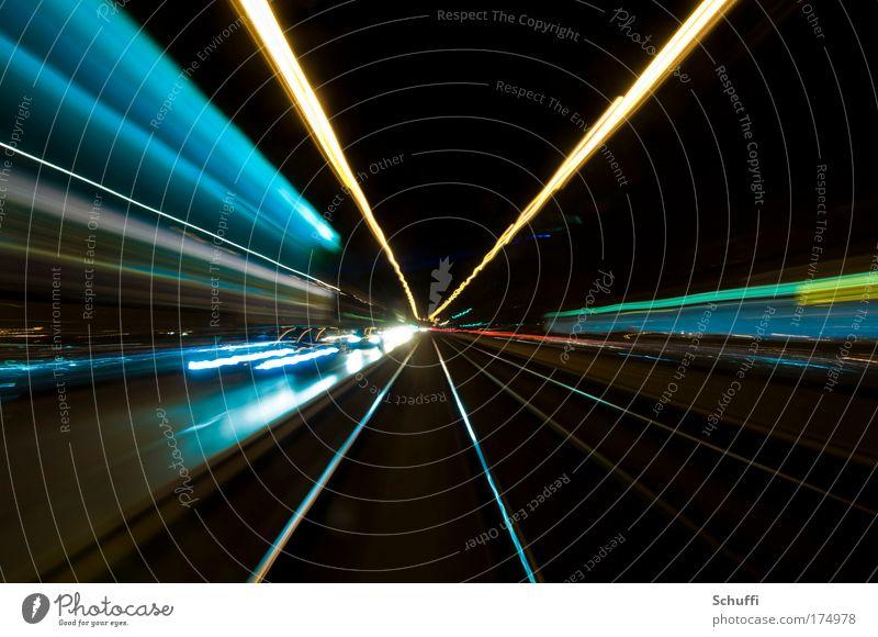 Einzelfahrkarte, 1,10€ Deutschland Nacht Bewegungsunschärfe Punkt Konzentration München Langzeitbelichtung Bayern Licht Autofahren Verkehr Straßenverkehr