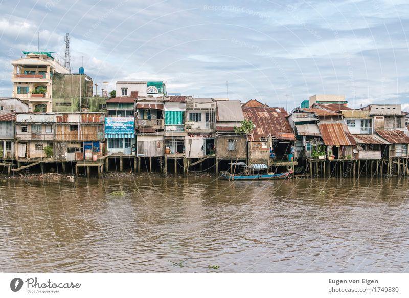 Häuser am Mekong Delta Saigon Hafenstadt Stadtrand Haus Hütte Gebäude Architektur Brücke Bootsfahrt Fischerboot Umwelt Umweltverschmutzung Umweltschutz Wachstum