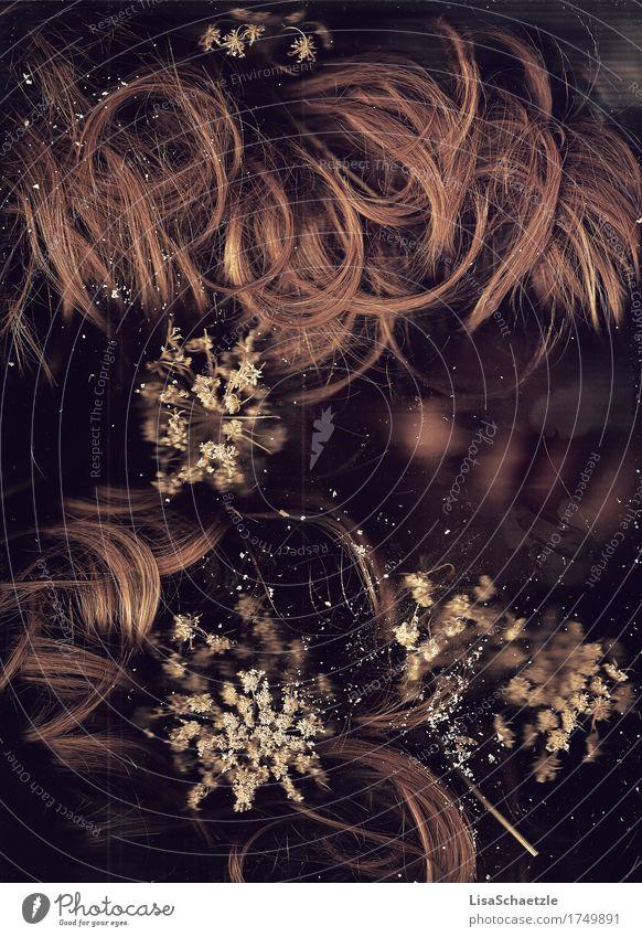 Abgetaucht schön Mensch feminin Haare & Frisuren Gesicht blond langhaarig Locken atmen Blühend Duft tauchen verblüht dehydrieren ästhetisch außergewöhnlich