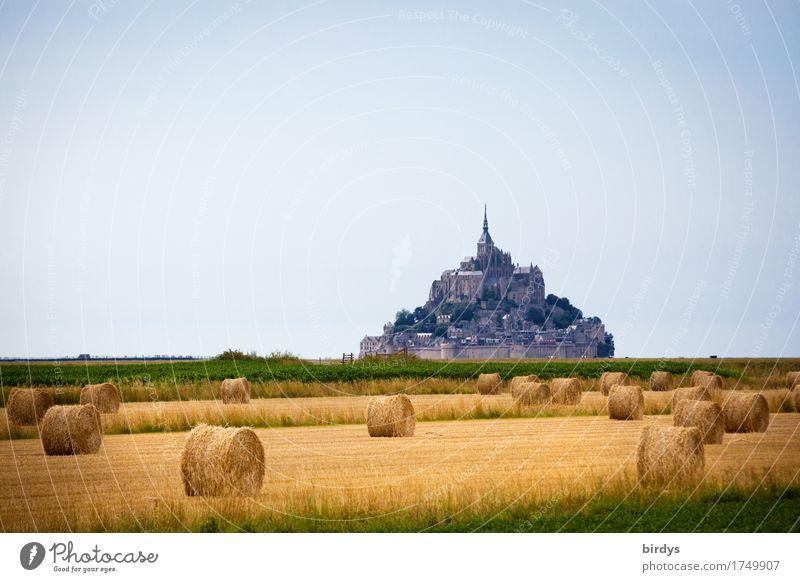Mont-Saint-Michel zur Erntezeit Ferien & Urlaub & Reisen blau Sommer grün Landschaft Ferne Berge u. Gebirge Wärme gelb Wiese Religion & Glaube Tourismus