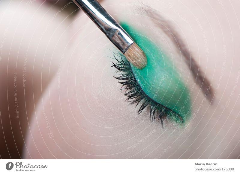 Pinselstrich Mensch Jugendliche schön grün Gesicht Auge Farbe feminin Stil Schminke Kosmetik Körperpflege Frau Wimpern Schminken stylen