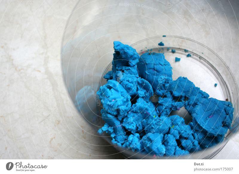 voll die Knete Farbfoto Innenaufnahme Textfreiraum links Tag Vogelperspektive Freizeit & Hobby Spielen fest weich blau Ordnungsliebe Farbe Kindheit Kreativität