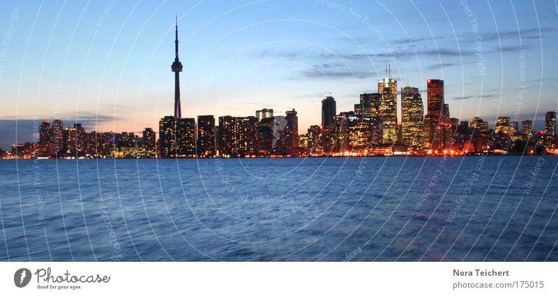 Toronto Night Skyline Farbfoto Gedeckte Farben Außenaufnahme Menschenleer Dämmerung Licht Panorama (Aussicht) Sonnenaufgang Sonnenuntergang Haus Turm Gebäude