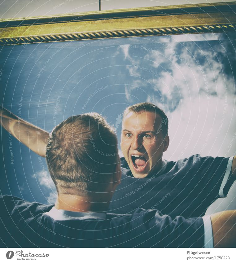 Schrei wenn du kannst! Mensch maskulin 1 18-30 Jahre Jugendliche Erwachsene 30-45 Jahre beobachten Spiegel Spiegelbild Spiegelreflexkamera Spiegelschrank