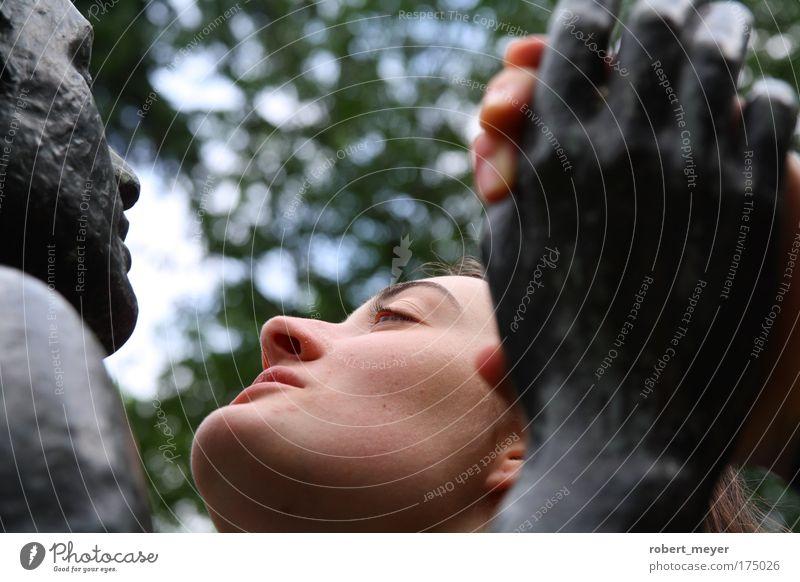 Schau mir in die Augen! Mensch Jugendliche ruhig Erwachsene schwarz feminin kalt Kopf Metall Stimmung Tanzen Kraft wild ästhetisch festhalten
