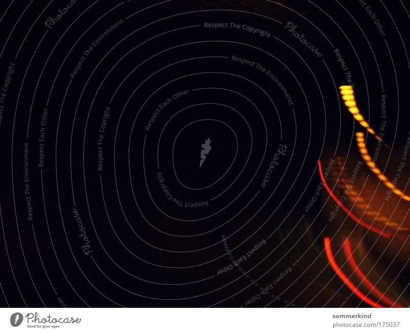 Fliegende Lichter rot schwarz gelb Wärme grau Linie hell orange gold leuchten Streifen Punkt Kurve minimalistisch Schleife Autoscheinwerfer