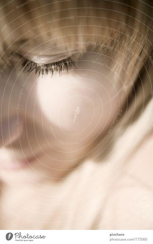 sweet n' dreamy schön feminin Junge Frau Jugendliche Gesicht Auge Wimpern Wimperntusche 18-30 Jahre Erwachsene blond Pony Denken träumen ästhetisch weich rosa
