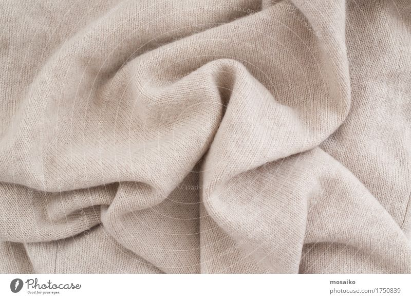 weicher Stoff aus Wolle Lifestyle Reichtum elegant Stil Design Herbst Wärme Mode Bekleidung Pullover trendy braun kuschlig Textilien Winterbekleidung Faltenwurf