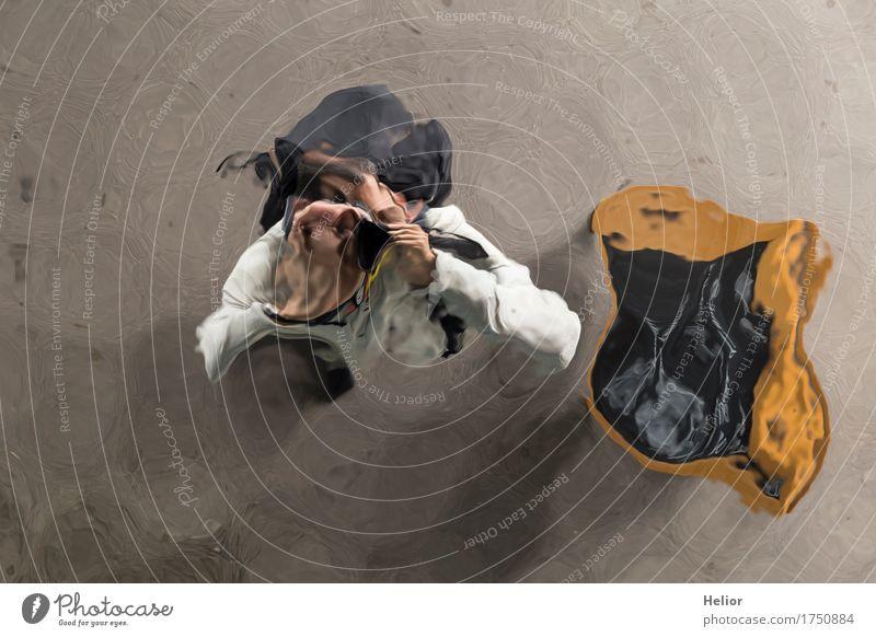 Surreales Selfie Spiegel Mensch maskulin Mann Erwachsene Körper 1 30-45 Jahre braun grau schwarz weiß Fotografieren Surrealismus abstrakt Unschärfe Verzerrung