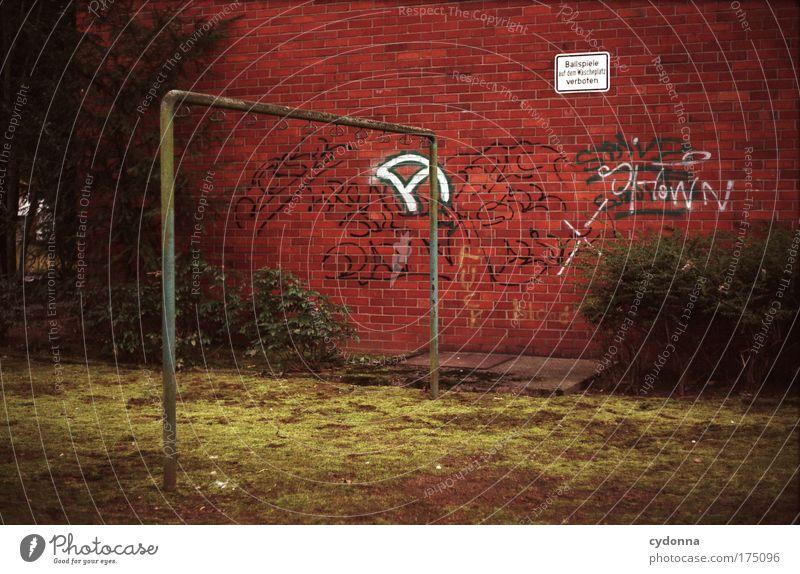 Tote Hose Einsamkeit ruhig Tod Wiese Leben Wand Gefühle Gras Traurigkeit Mauer träumen Park Freizeit & Hobby Schriftzeichen Perspektive Zukunft