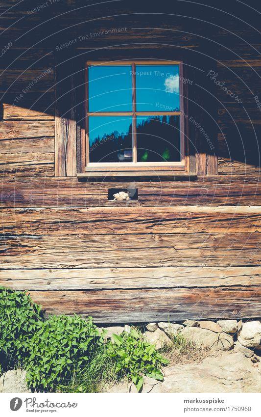 holz fenster berghütte Ferien & Urlaub & Reisen alt Sonne Haus Freude Ferne Berge u. Gebirge Leben Lifestyle Glück Freiheit Denken braun Tourismus