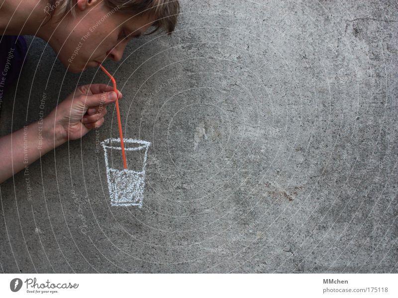 *schlürf* Farbfoto Textfreiraum rechts Getränk Erfrischungsgetränk Trinkwasser Limonade Saft Alkohol Spirituosen Longdrink Cocktail Glas trinken Kopf Gesicht