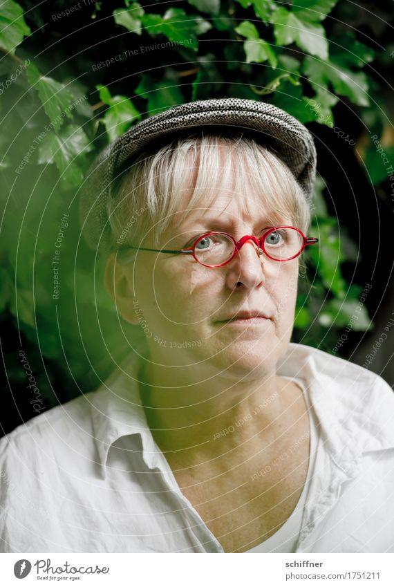 AST 9 | Bauer Lindemanns Abschied Mensch Frau rot ruhig Erwachsene Traurigkeit feminin Denken Kopf nachdenklich 45-60 Jahre Brille Weiblicher Senior Wunsch