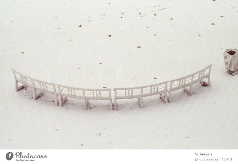 Bank im Schnee Einsamkeit Winter Herbst Stimmung Park Schneelandschaft Gartenbank