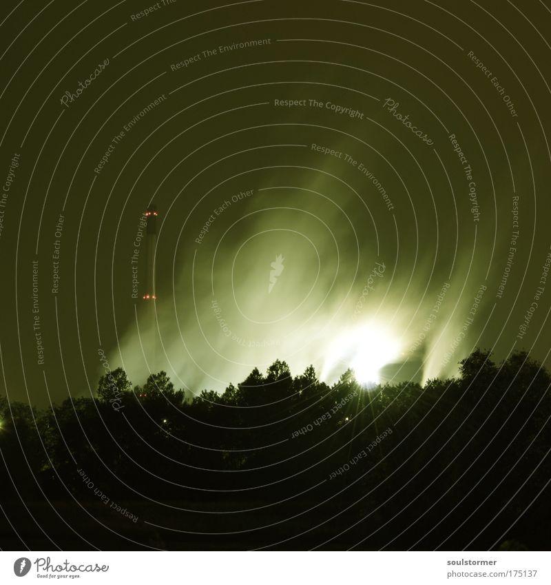 industrial Farbfoto Außenaufnahme Nacht Bewegungsunschärfe Totale Industrie Menschenleer Industrieanlage Schornstein Abgas Textfreiraum oben Textfreiraum unten