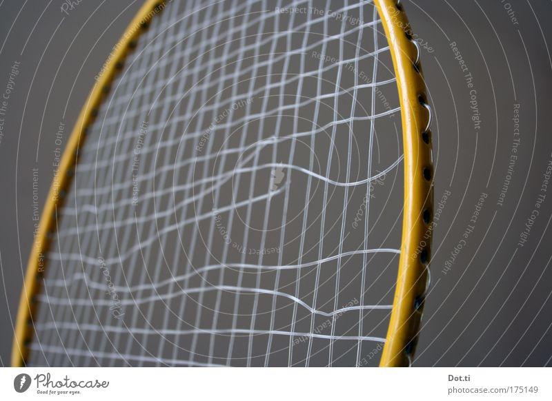 bad minton alt Freude gelb Sport Spielen Metall kaputt Freizeit & Hobby Kunststoff Zerstörung Rahmen Billig gerissen Ballsport Kinderspiel desolat