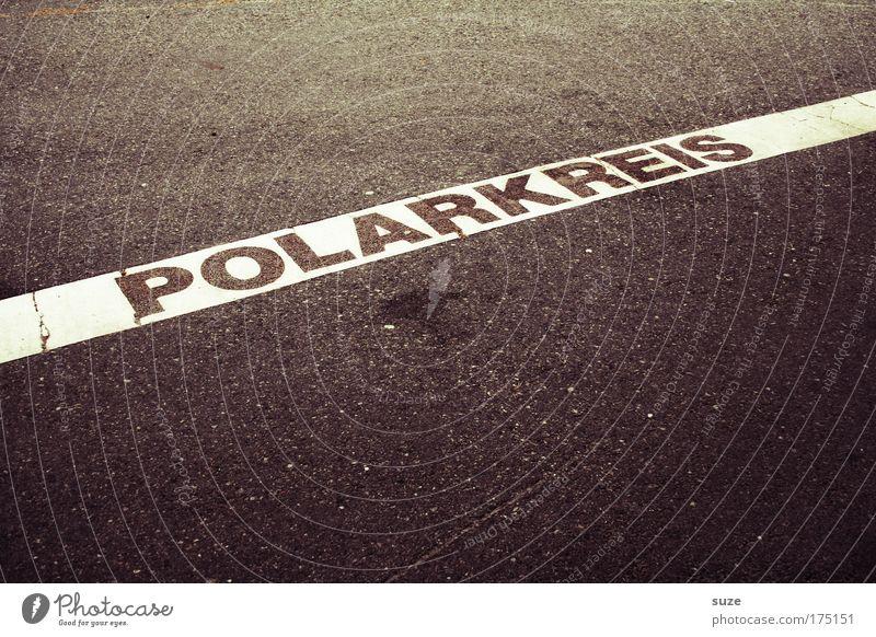 Polarkreis weiß Ferien & Urlaub & Reisen schwarz Straße Wege & Pfade Linie Schilder & Markierungen Platz fahren Tourismus Schriftzeichen Asphalt Streifen