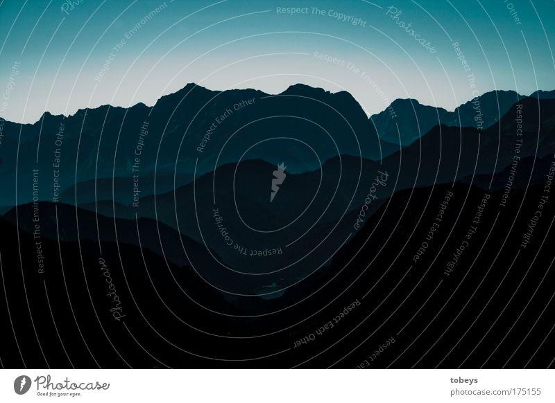 Im finsternen Tal blau Landschaft Berge u. Gebirge Horizont hoch Alpen Gipfel Klettern Diät Österreich Tal Bergkette Bundesland Tirol