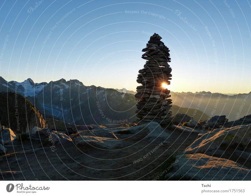 hello sunshine Glück ruhig Meditation Sonne Berge u. Gebirge wandern Klettern Bergsteigen Skulptur Erde Wolkenloser Himmel Sonnenaufgang Sonnenuntergang